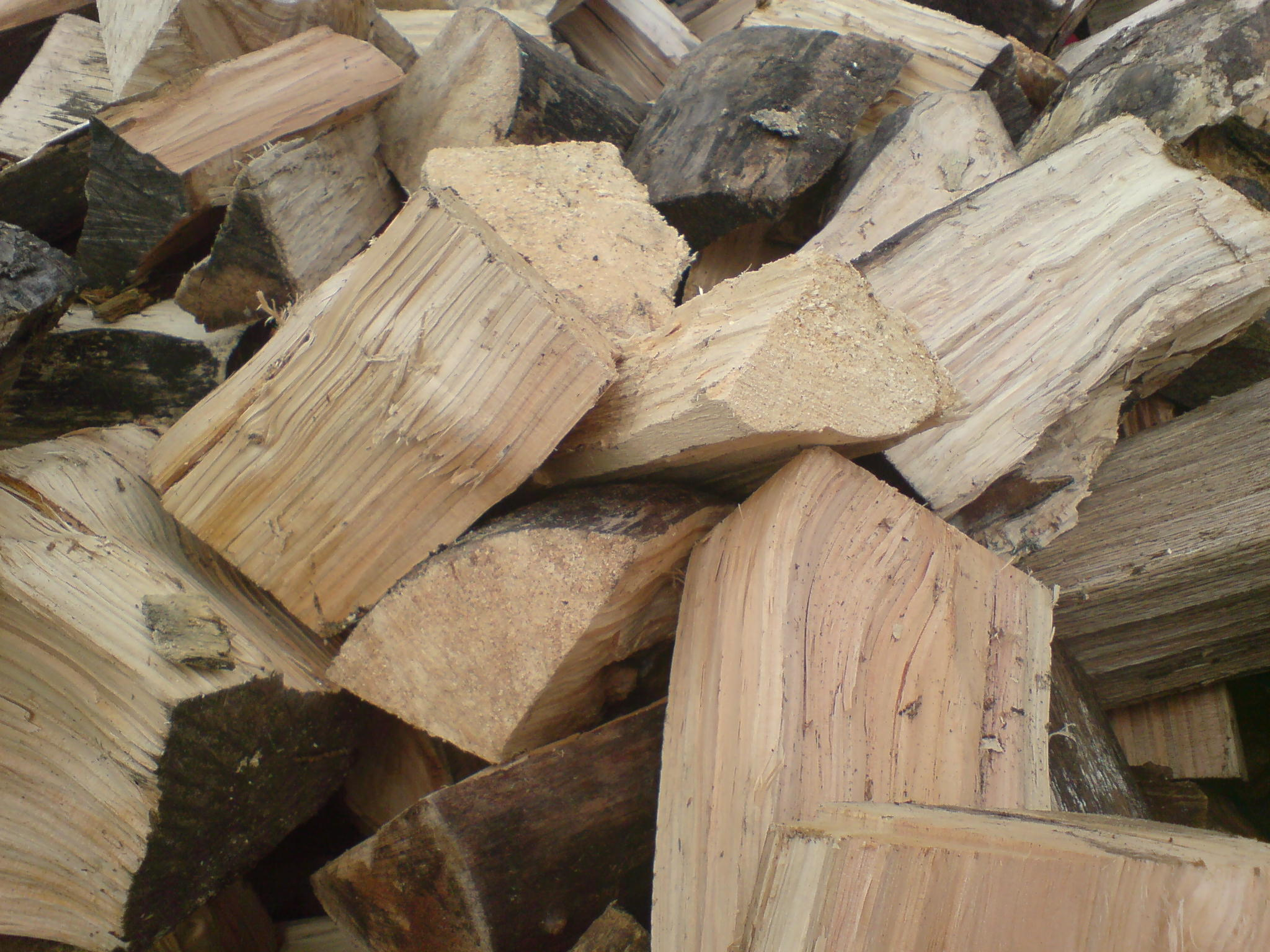 Logs and wood chips dreamscape groundworks uk for Tree log